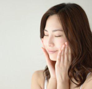 オーガニックコスメが人気が理由は、肌に優しいカラ成分を使用しているからだと思いますよ!