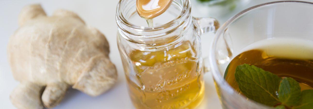 ハチミツには様々な効果が期待できますが、非加熱のものを選ぶとよいでしょう。