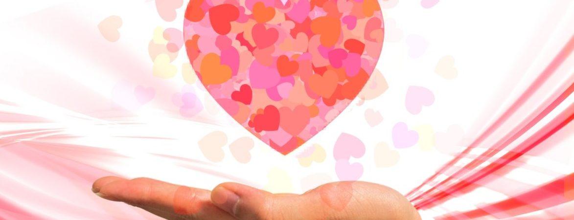 もうすぐバレンタイン!アロマオイルを使ったバレンタインの楽しみ方をご紹介しますね!