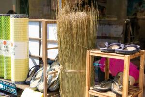 畳ヨガさんのお話を聞きながら、井草の詰め放題が無料で体験できるとのこと。