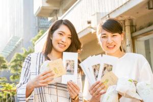 畳ヨガのスタッフの方とオガライフ特別ライターの安田さんで記念のお写真を撮影しました。