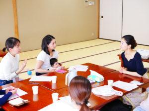 この日の食育講座は、座談会形式にして進めました。
