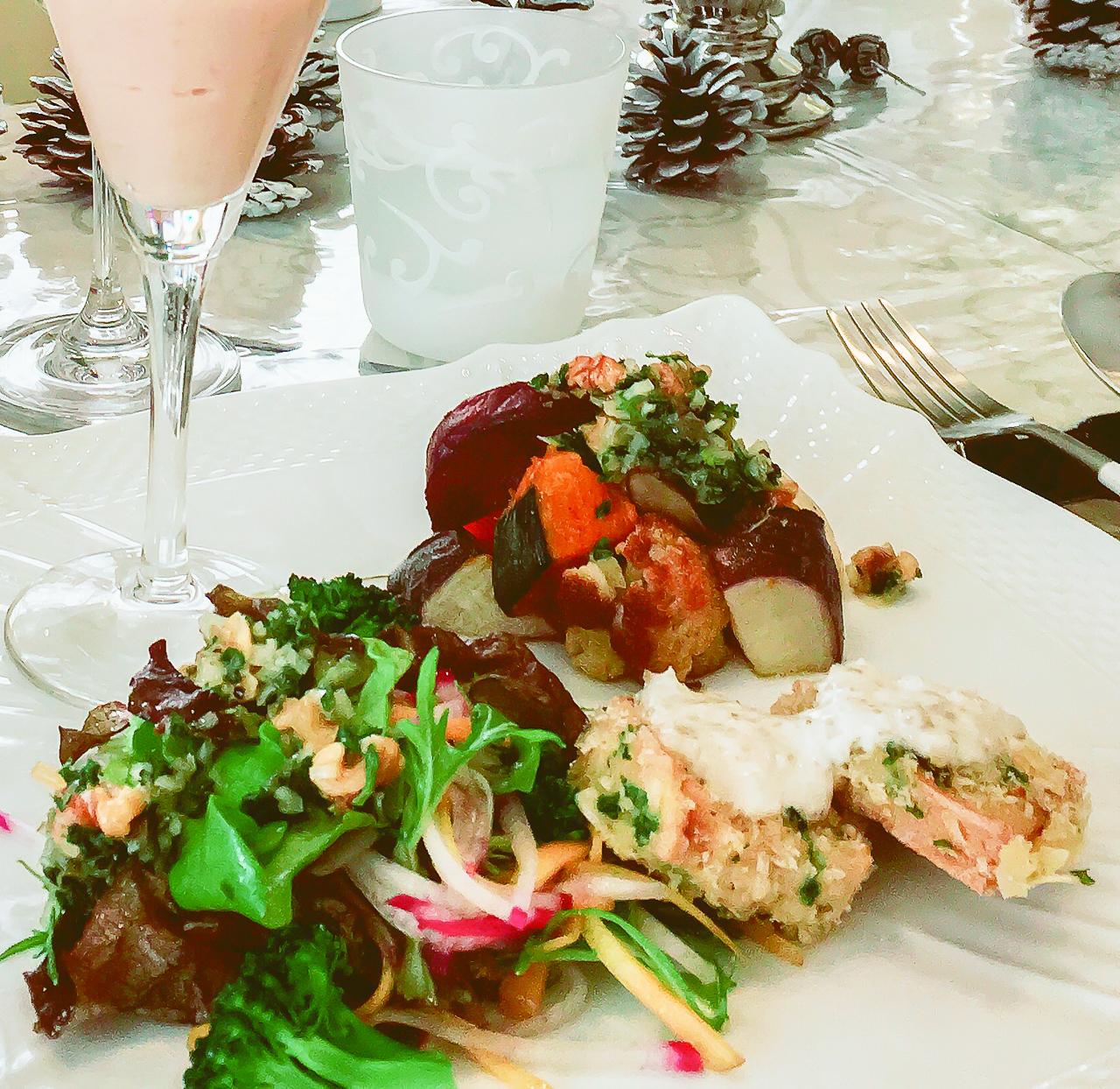 オガライフライターmichieさんのお料理「グリル野菜と生野菜のパセリソースがけ」