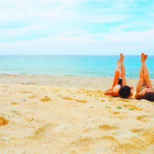 夏のワークアウトにぴったり?!ビーチヨガの魅力とオススメの楽しみ方