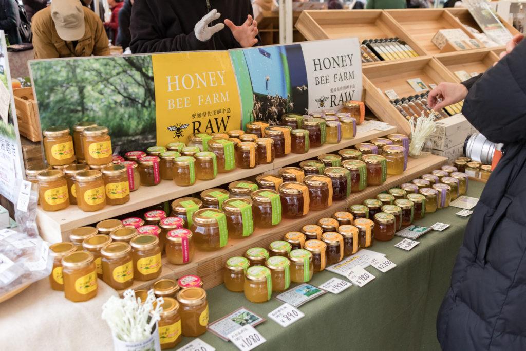 青山のファーマーズマーケットで見かけた食材の「ハチミツ」