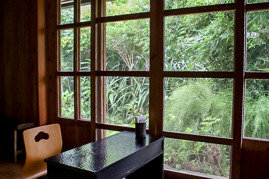 沖縄の『Caféがらまんじゃく』の店内
