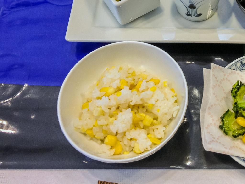 夏バテ予防によい食材と簡単レシピの晩ご飯編の紹介「とうもろこし玄米ご飯」