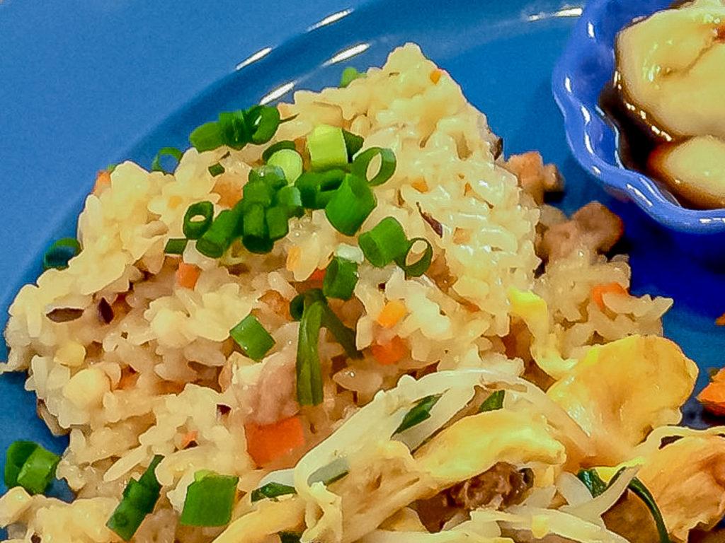 夏バテ予防によい食材と簡単レシピの晩ご飯編の紹介「豚とさつまあげの炊込ご飯」