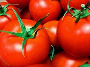 夏が旬のトマトにはリコピンと呼ばれるカロテノイドが含まれています。これはトマトが紫外線から自分自身を守っているんですね。トマトを多く摂取することでシミができにくくなるという研究結果もあります。
