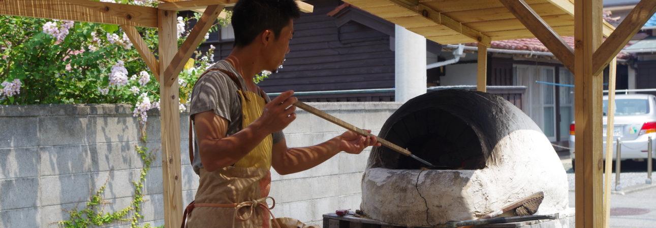 西伊豆でオープン中のオーガニックな海の家では、オーガニックピザが食べられます。