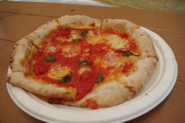 こちらがオーガニックな海の家で販売されている、オーガニックピザです。