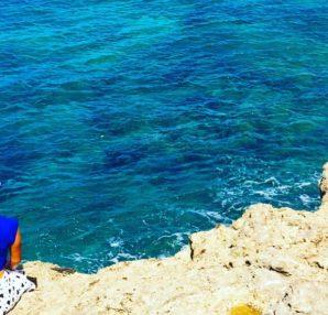 瞑想の一つ、海で行うウォーターメディテーションの魅力と方法をご紹介します。