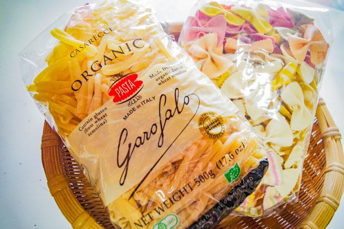 オーガニックショップには「グルテンフリー」の表示があるパスタやパンなど一般的に小麦由来の食品がグルテンフリーになって、置かれているのを見かけますね。
