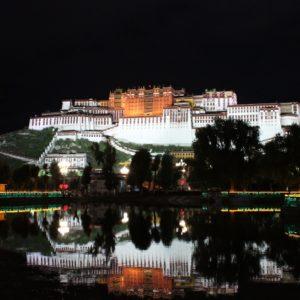 信仰の力と幸福度の関係・チベットのショトン祭を訪れて