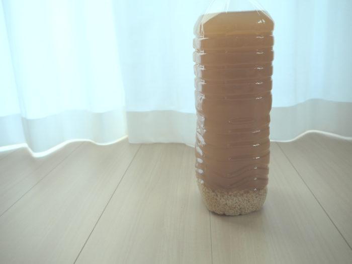 手作りの玄米乳酸菌水は、調味料やクレンジングなど、いろいろな使い方があります。