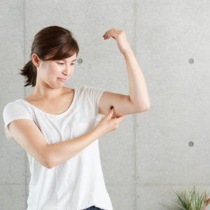 なかなか落ちなくて困る?!夏に向けて、二の腕引き締めトレーニング方法をご紹介!